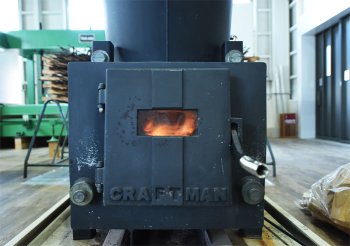 工場 冬場寒さ対策 大型薪ストーブ