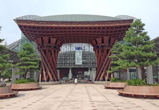 金沢駅前 建築における格子 grid tower