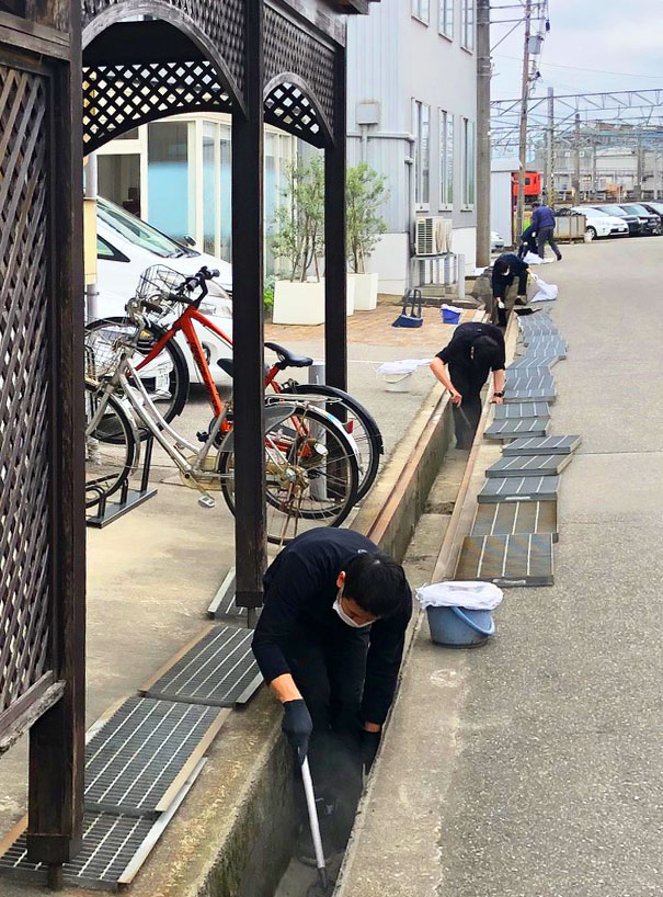 タニハタ ものづくり工場 清掃