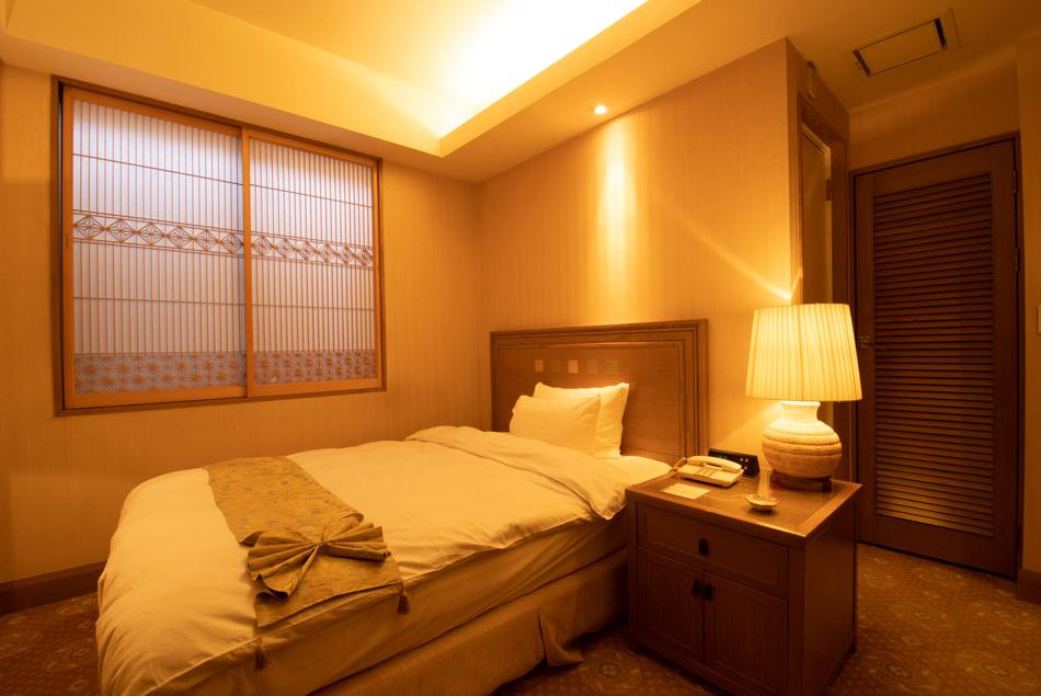 組子障子 ホテル客室 二段角麻入